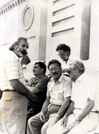 Azerbaijani literati support the public movement at the Lenin Square, 1988