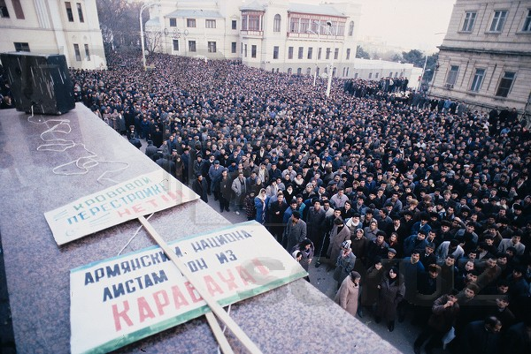 A rally in front of the Central Committee building, Baku. Photo: Victoriya Ivleva.