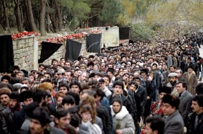 Alley of Martyrs in Baku, 1990. Photo: Oleg Lastochkin
